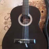 یک عدد گیتار کاملا نو